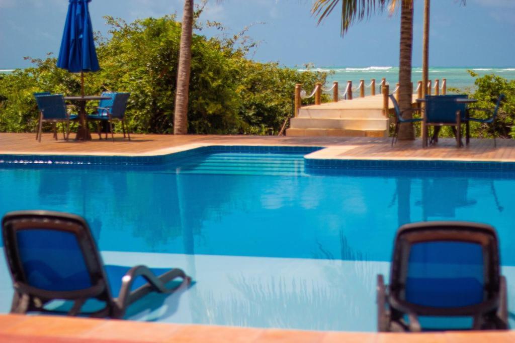 The swimming pool at or close to Pousada Barra Velha