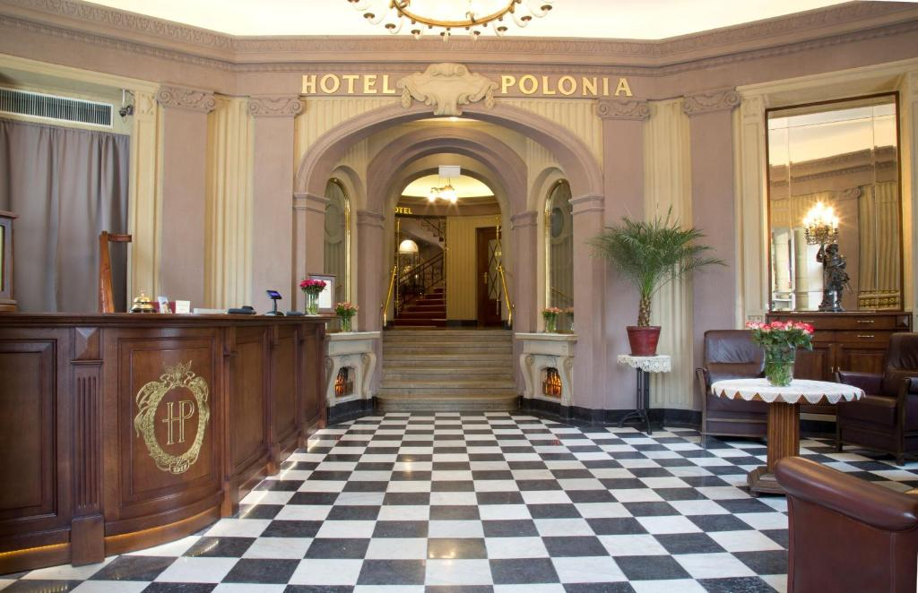 The lobby or reception area at Hotel Polonia
