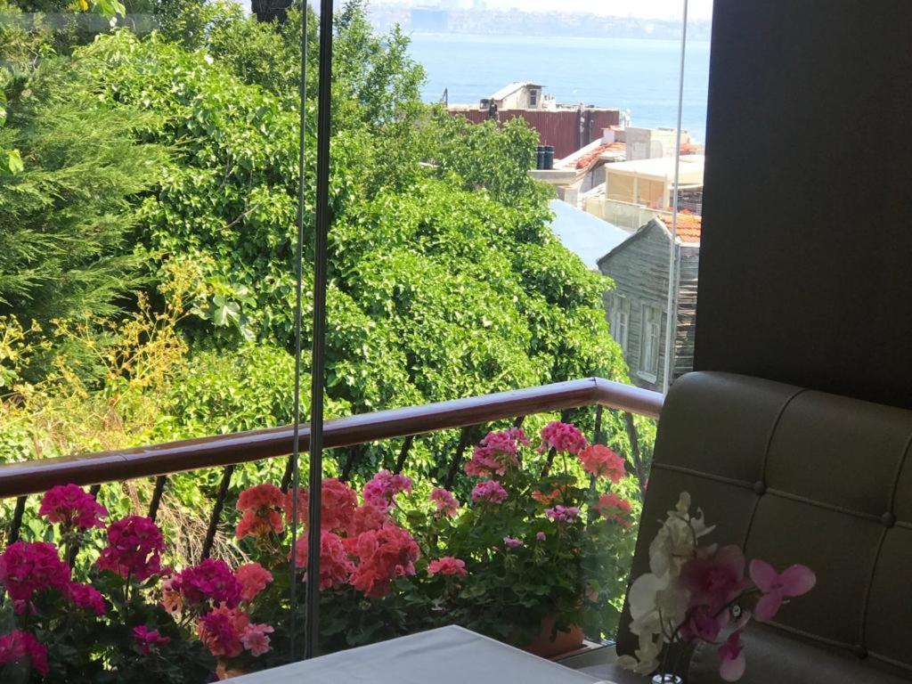 A balcony or terrace at Dilhayat Kalfa Hotel