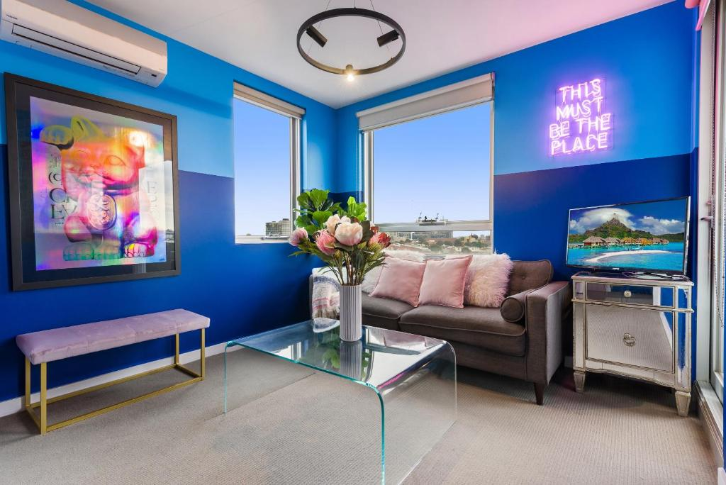 A seating area at Trendy And Central One Bed Apartment With Views