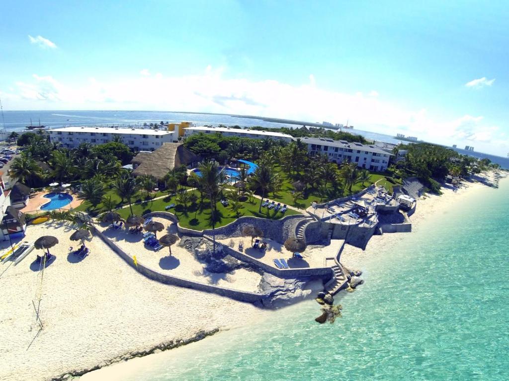 Een luchtfoto van Hotel Dos Playas Faranda Cancún