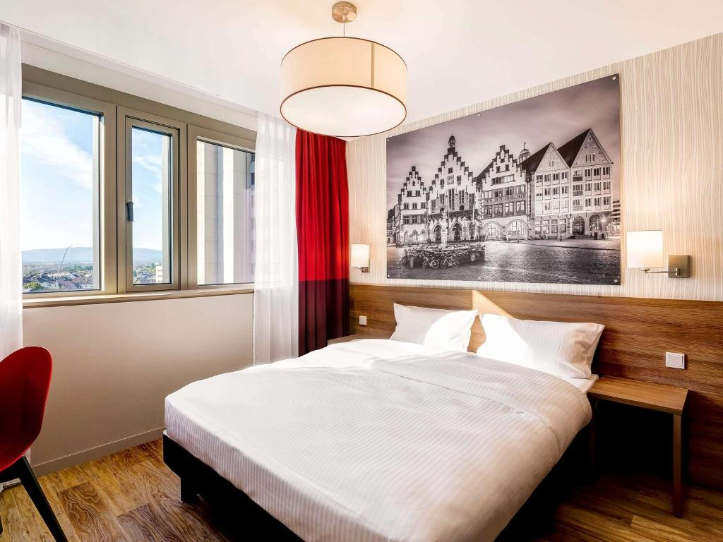A bed or beds in a room at Aparthotel Adagio Frankfurt City Messe