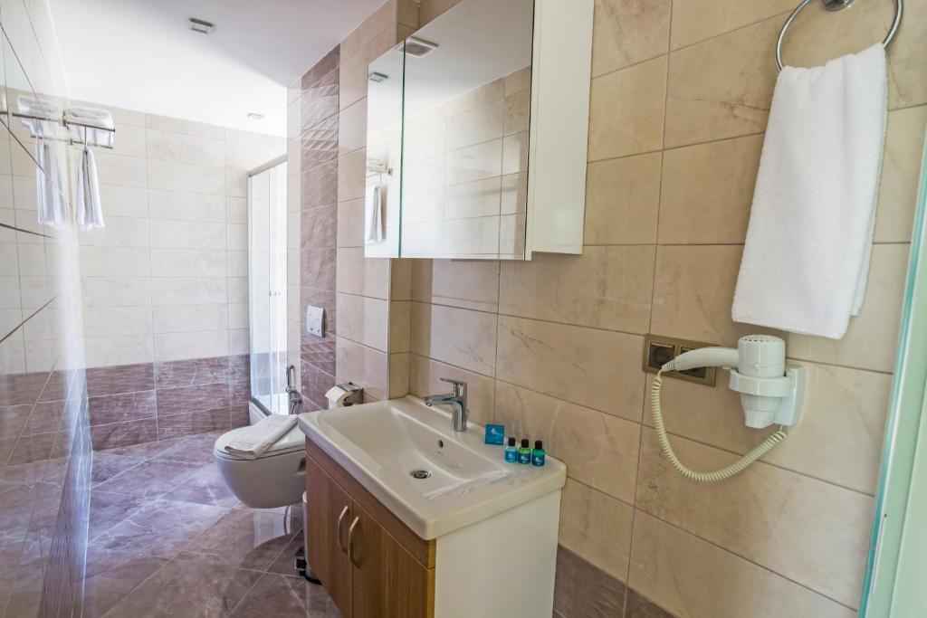 حمام في Alesha Suite Hotel & Residence