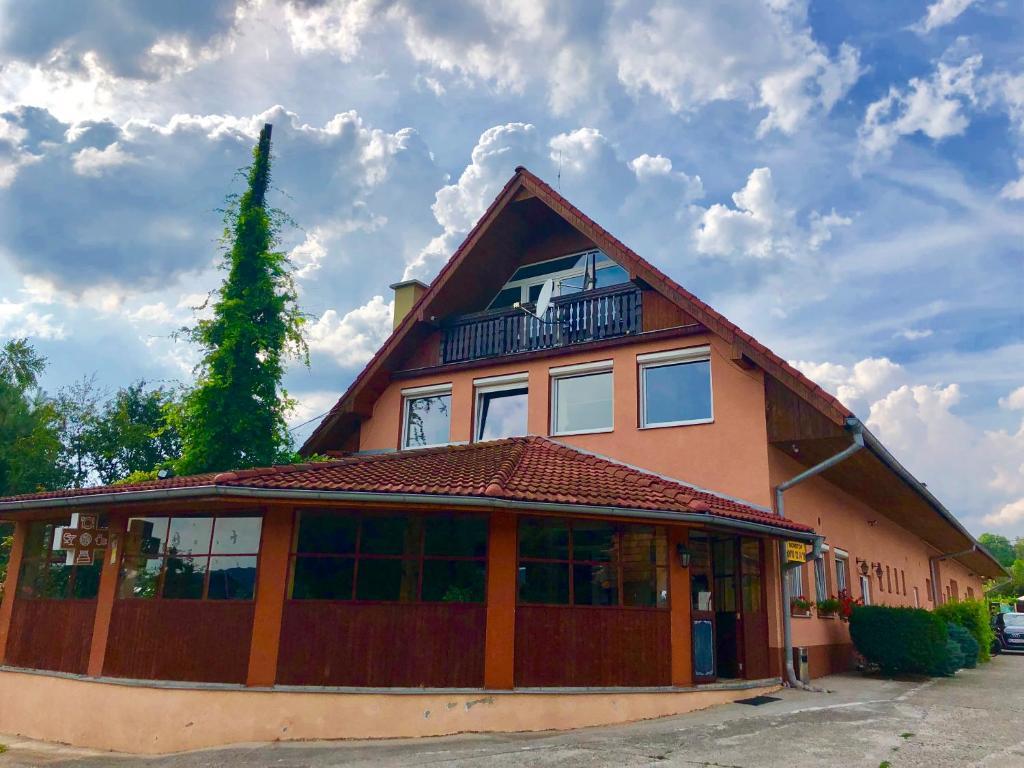 Budova, v ktorej sa penzión nachádza