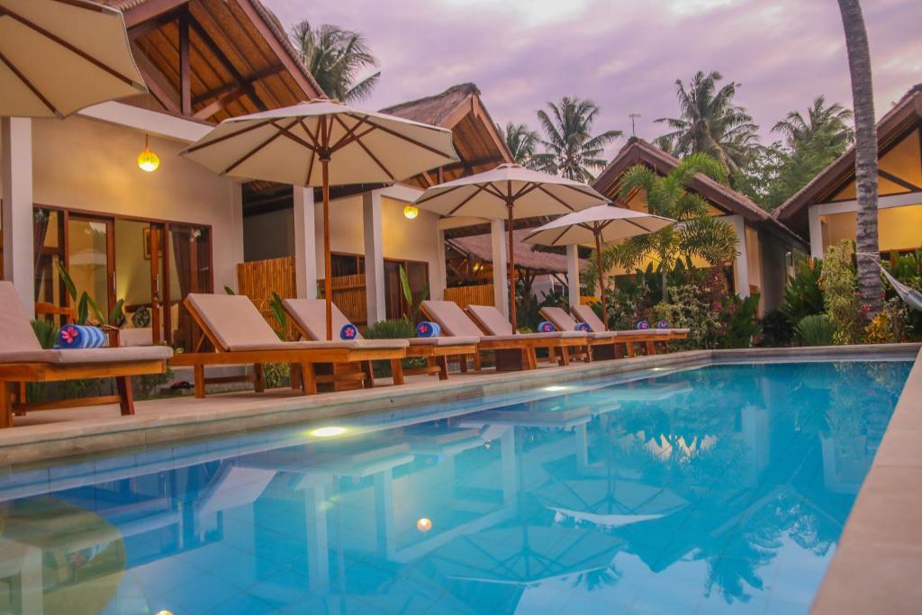 المسبح في Cozy Cottages Lombok أو بالجوار