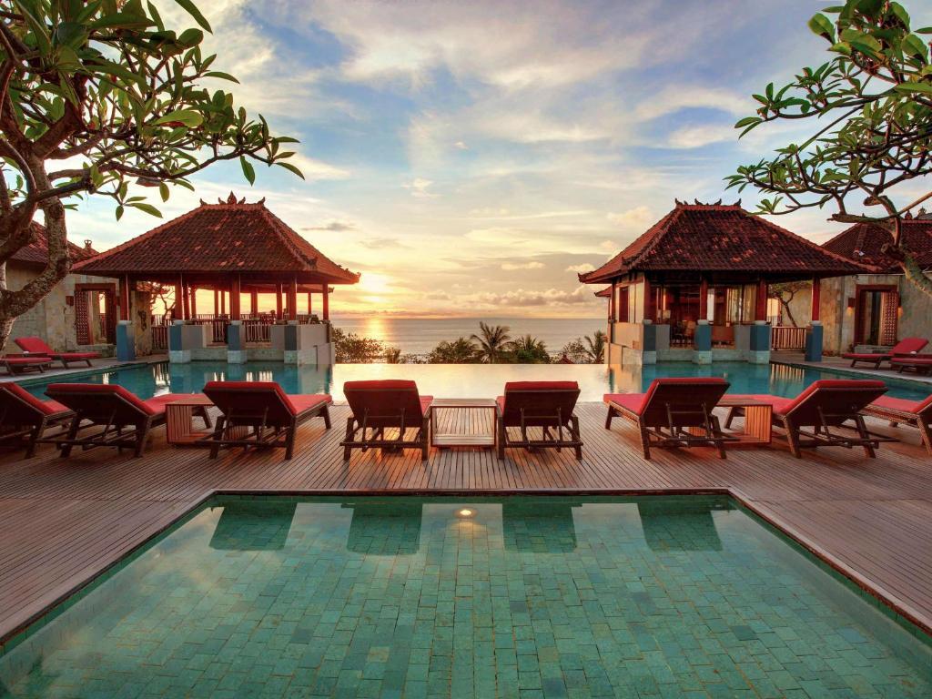 The swimming pool at or close to Mercure Kuta Bali