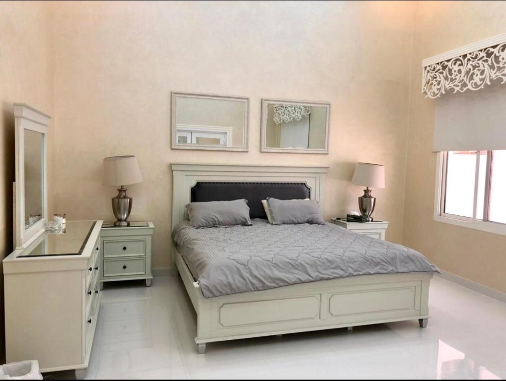 A bed or beds in a room at Deluxe house across Emirates Football Club& Safeer Mall