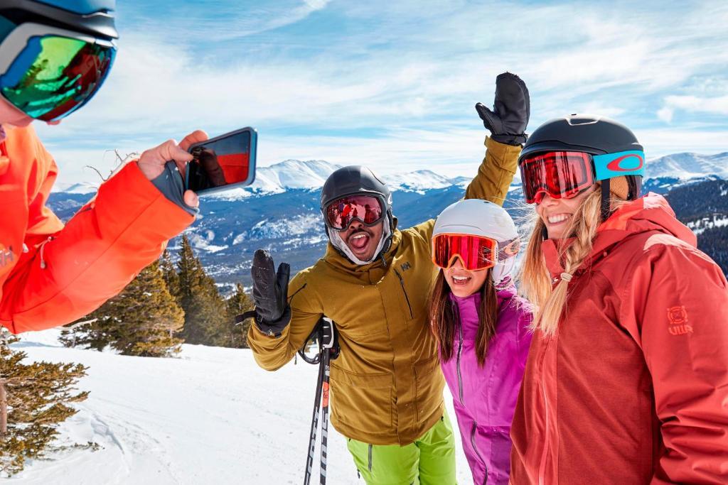 helyszíni tapasztalatok az utazók számára)