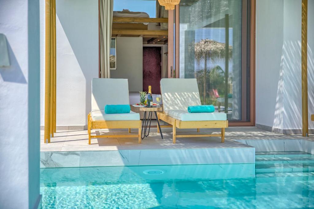 Πισίνα στο ή κοντά στο Alia Luxury Suites