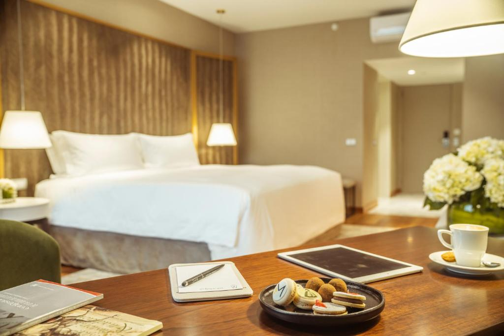 A bed or beds in a room at Manto Hotel Lima - MGallery (ex. Foresta Lima San Isidro)