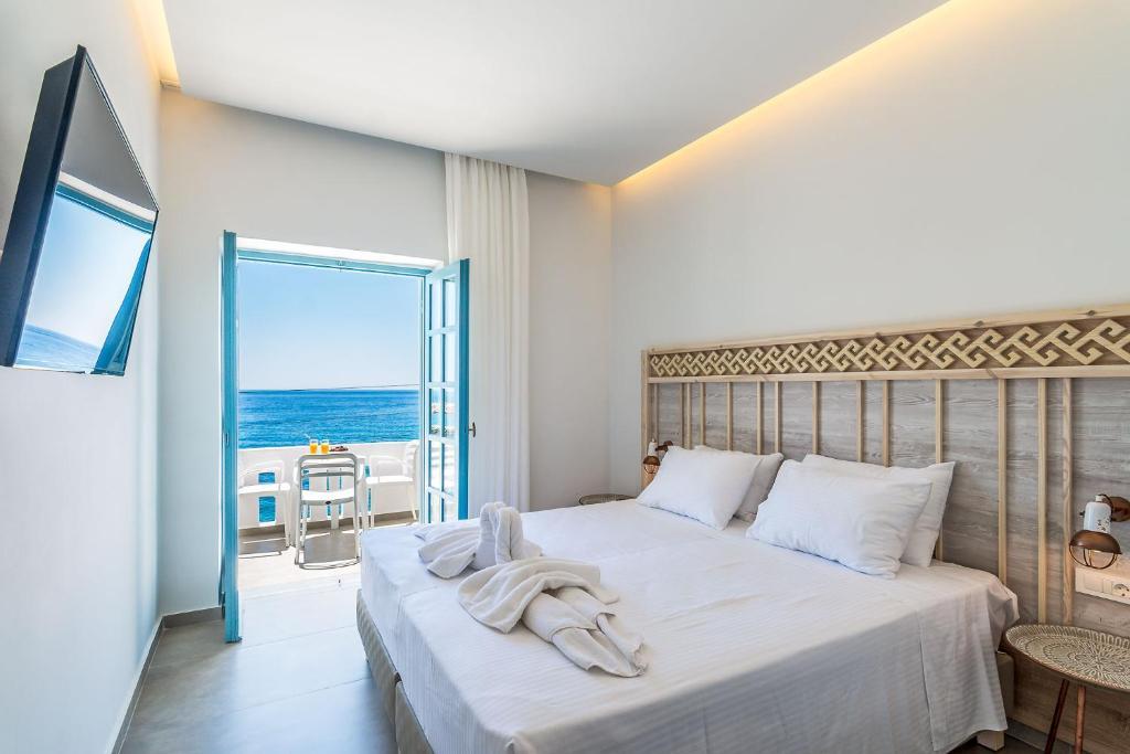 Ένα ή περισσότερα κρεβάτια σε δωμάτιο στο Livikon by the Sea