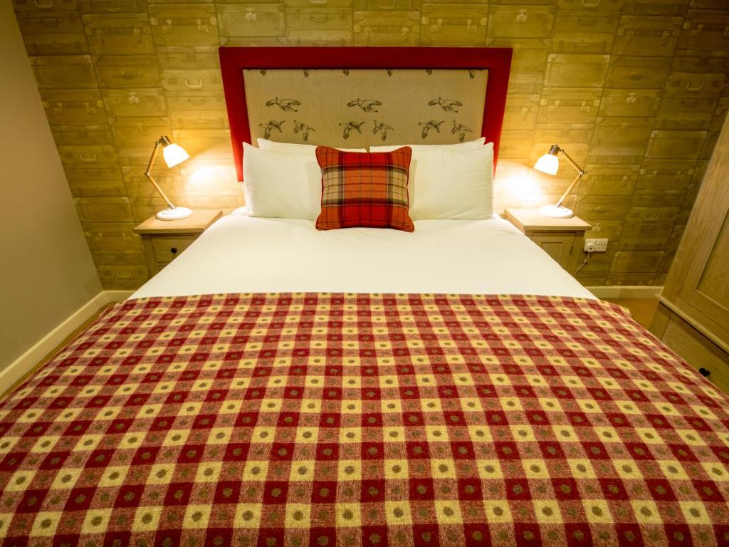 A bed or beds in a room at The World's End - Northampton