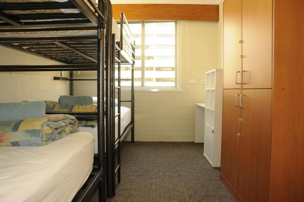 A bunk bed or bunk beds in a room at Kangaroo Inn