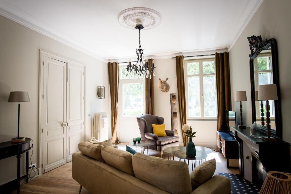 A seating area at La Suite d'Elisabeth