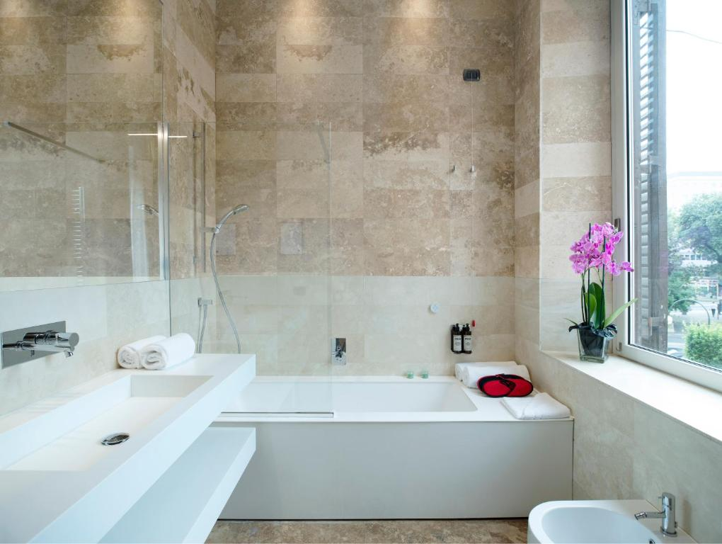 A bathroom at Alpi Hotel