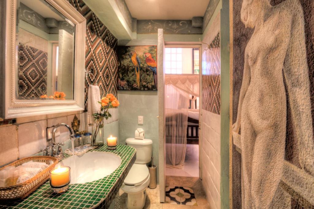 A bathroom at Hotel Boutique Rivera Del Rio