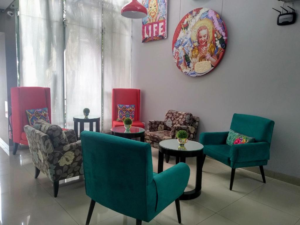 A seating area at 3B Barranco's - Chic and Basic - B&B