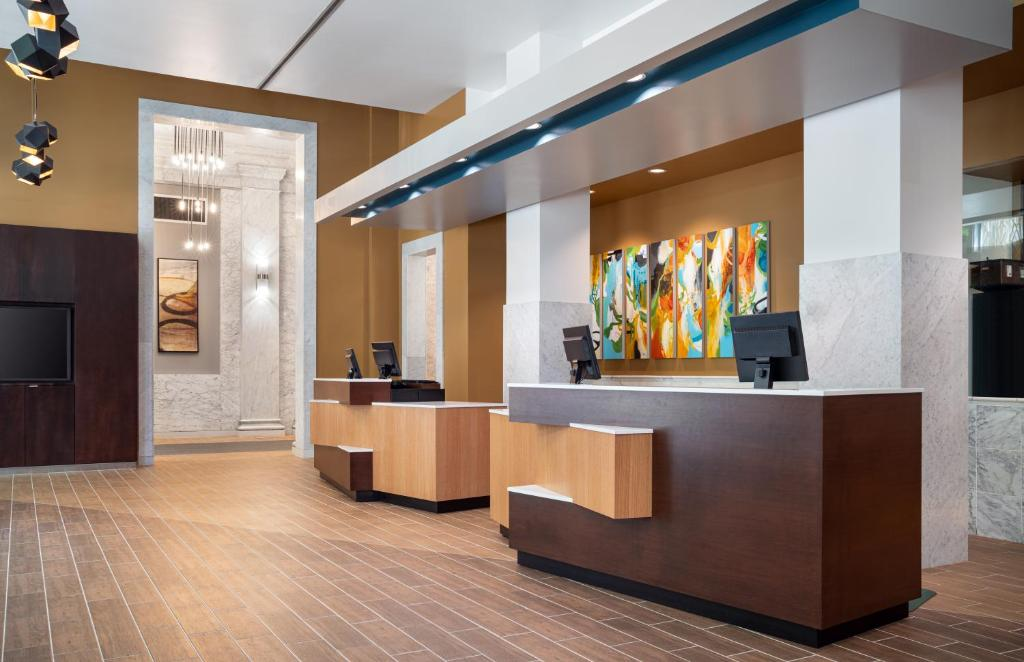 The lobby or reception area at Courtyard Seattle Downtown / Pioneer Square