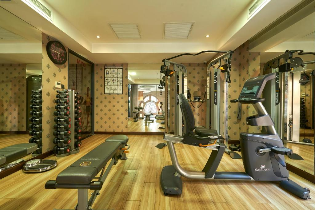 The fitness centre and/or fitness facilities at Athena Hotel