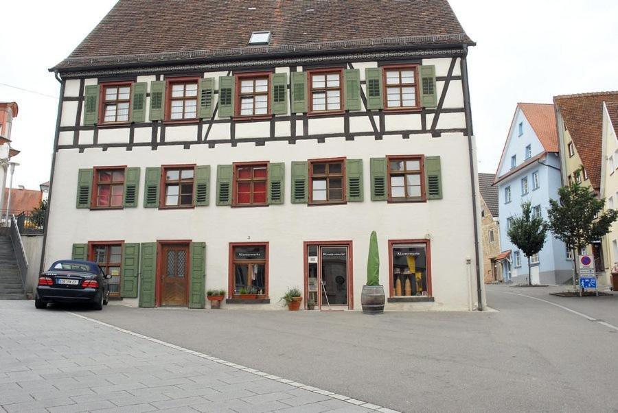 Das Gebäude in dem sich the country house befindet