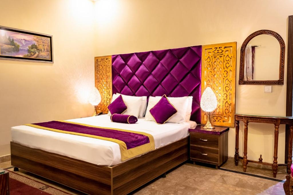 A bed or beds in a room at Rose Palace Hotel, Gulberg