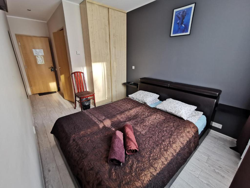 A bed or beds in a room at Hotel Privat