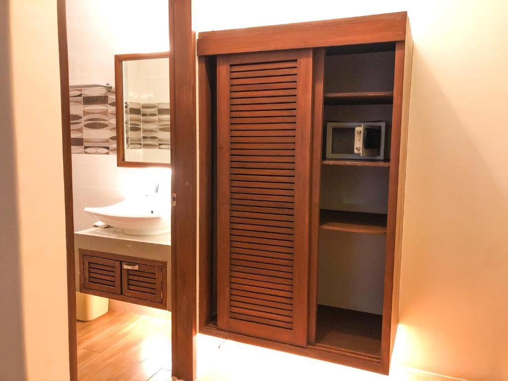 A bathroom at The Piccolo Hotel of Boracay