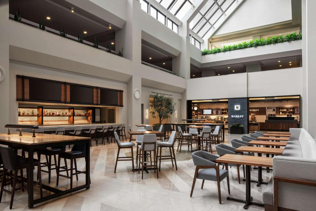 A restaurant or other place to eat at Hyatt Regency Orlando