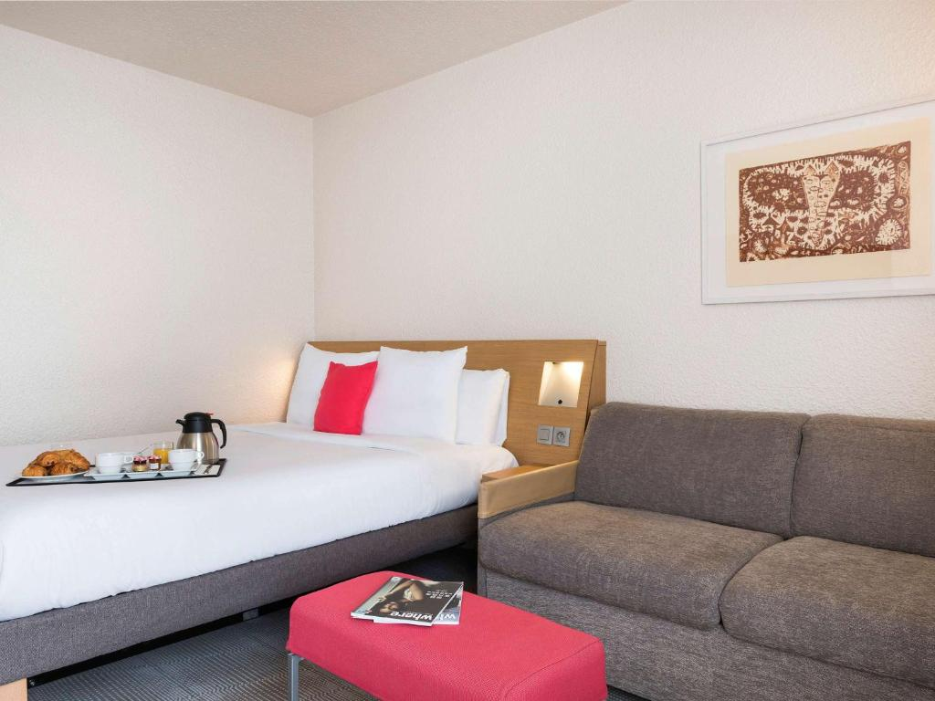 A bed or beds in a room at Novotel Paris Est
