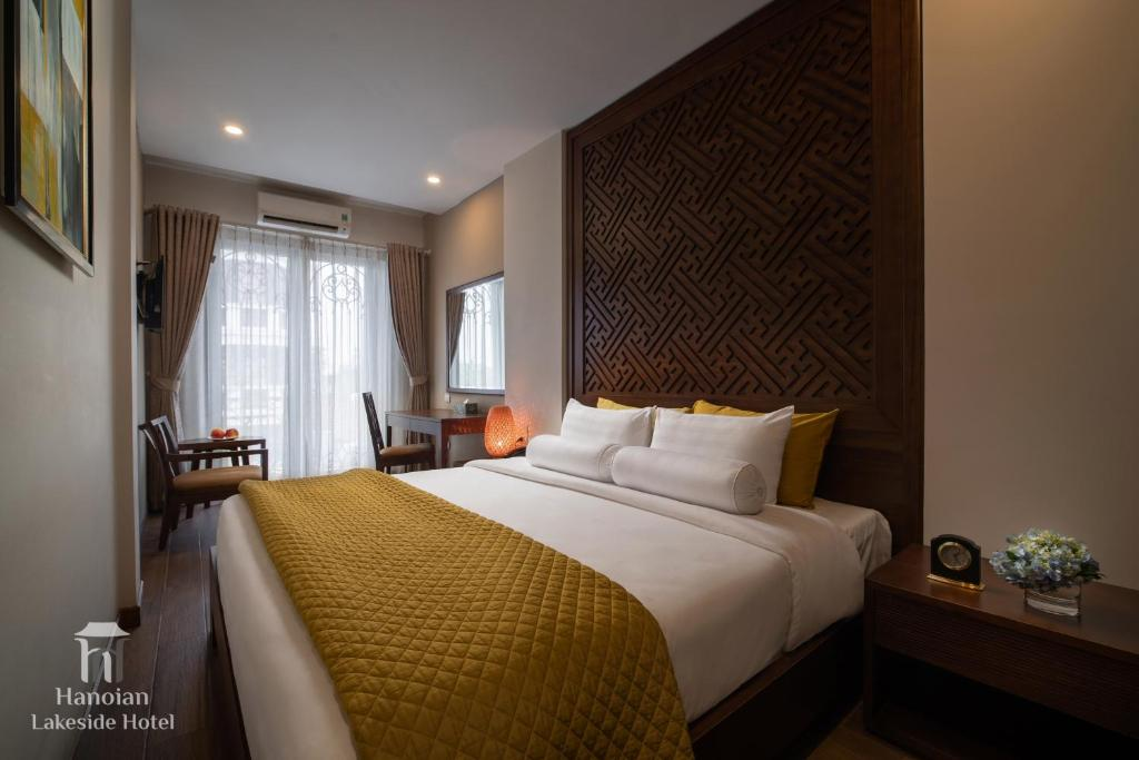 A bed or beds in a room at Hanoian Lakeside Hotel