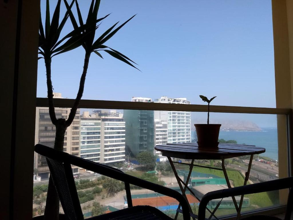 A balcony or terrace at Beautiful Ocean view Apartment in Miraflores