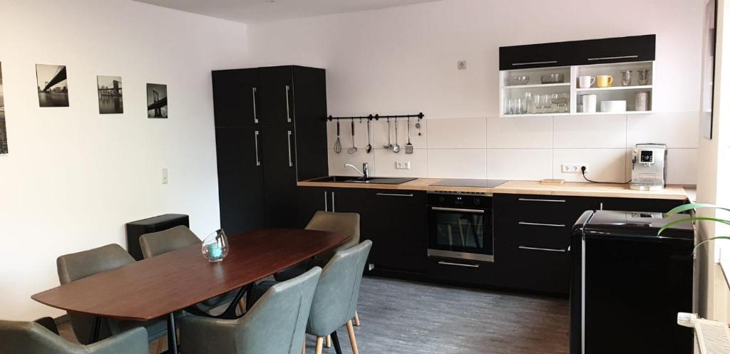 A kitchen or kitchenette at Tondose Apartment