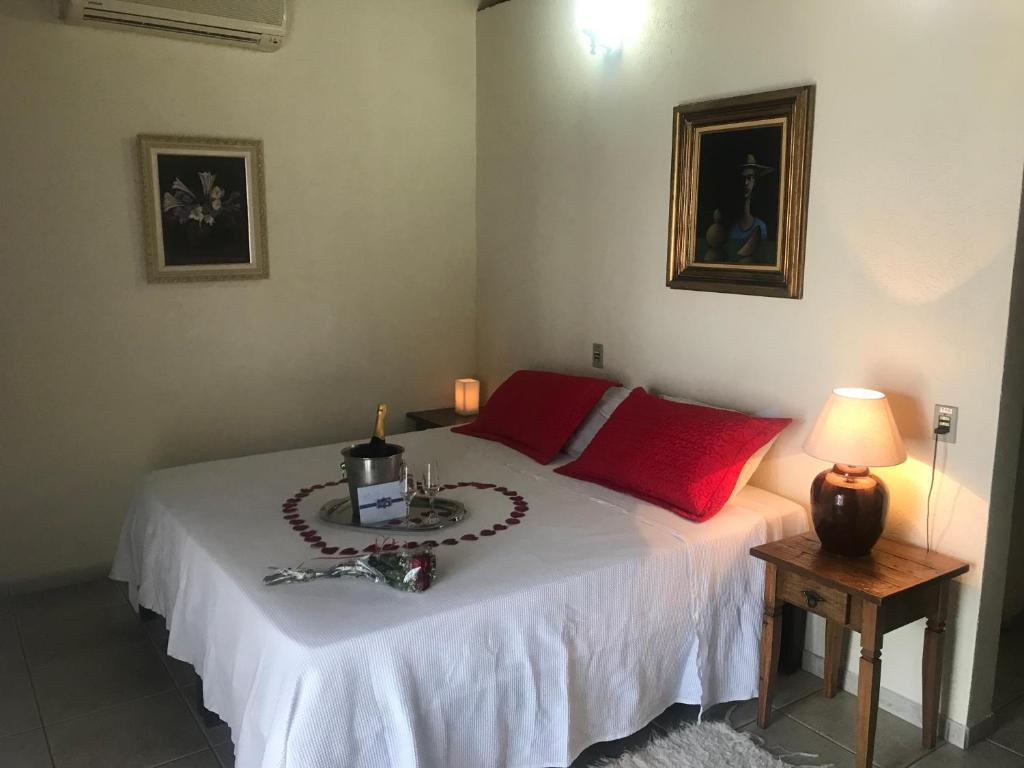 A bed or beds in a room at Pousada Irmãos do Mar