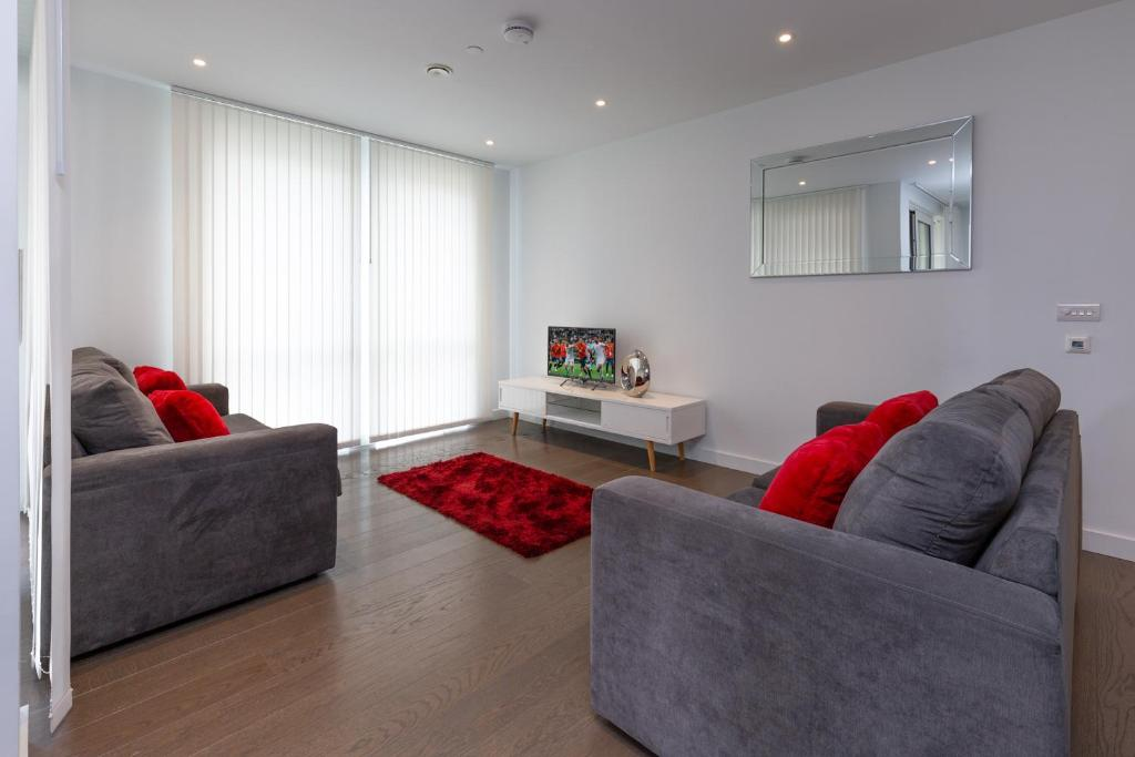A seating area at Luxury Central London Apartment