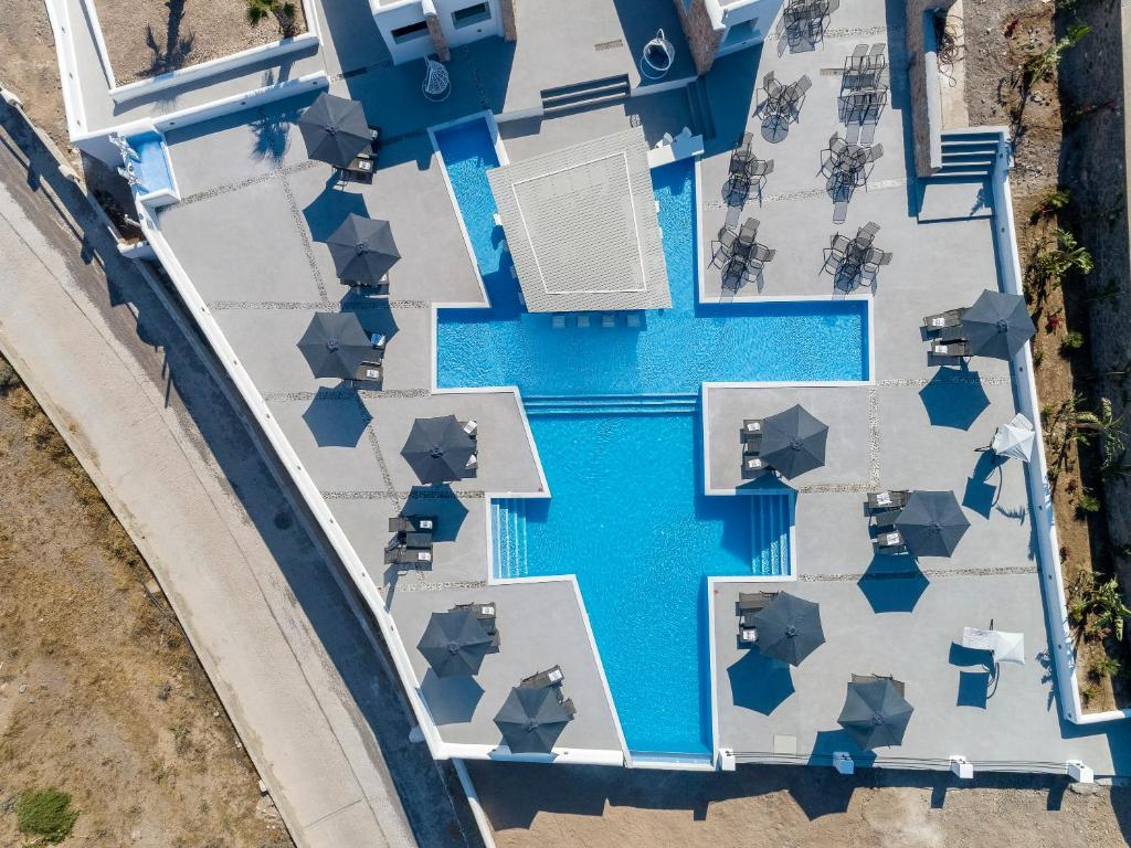A view of the pool at Desiterra Resort or nearby