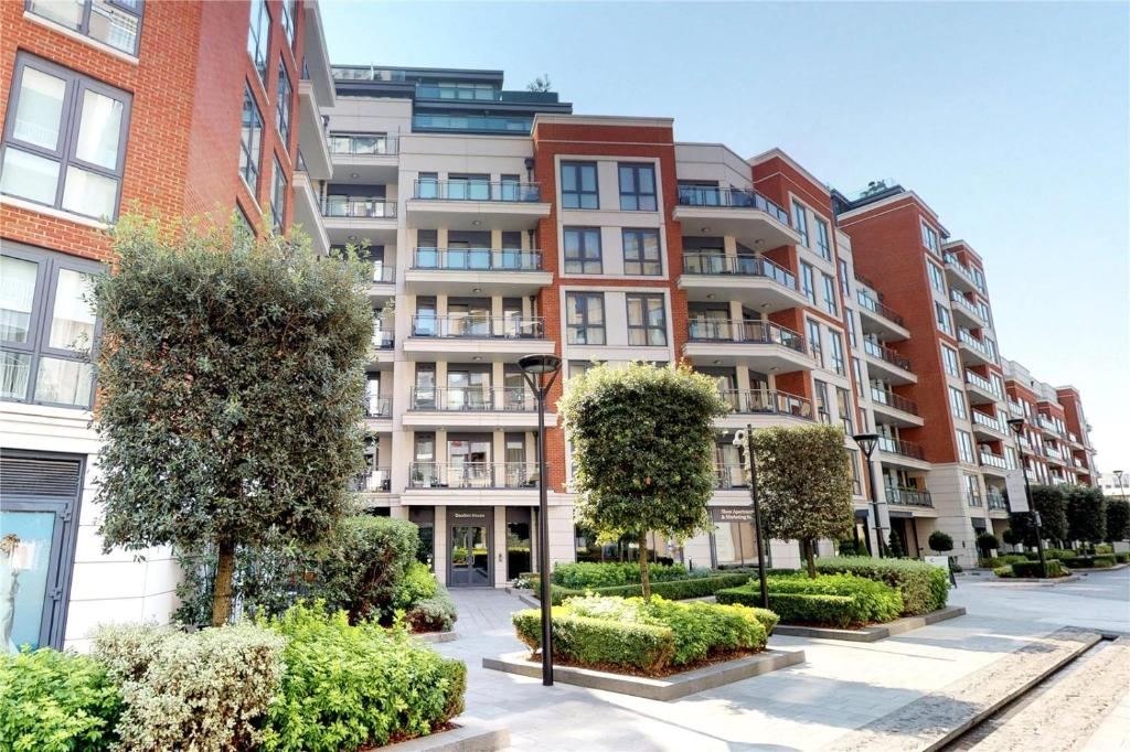 LUXURY 2Bed & 2Bath Apartment Next to London Museum