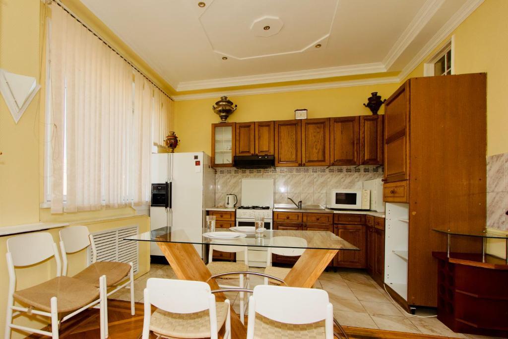 Кухня или мини-кухня в Апартаменты на Пролетарской для 6 гостей