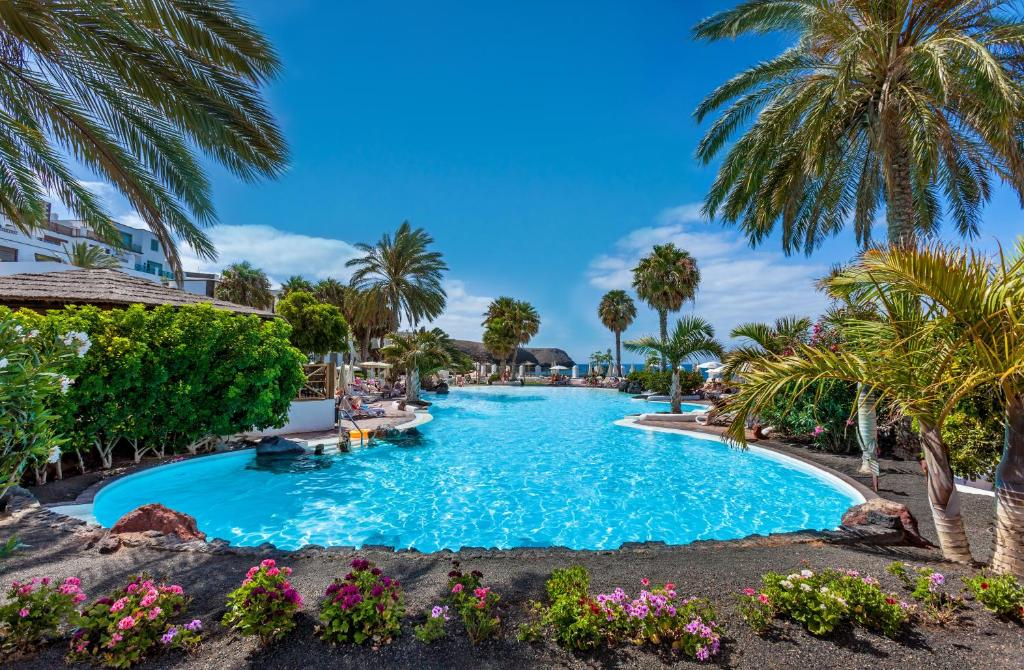 Piscine de l'établissement Gran Castillo Tagoro Family & Fun Playa Blanca ou située à proximité