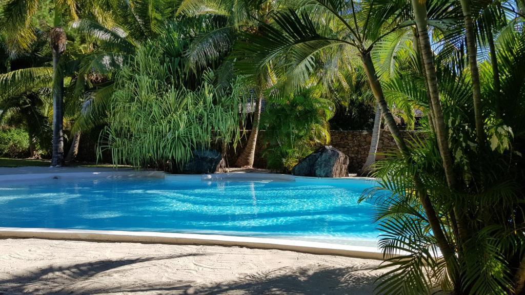 A piscina localizada em Villa Royal Palms Moorea and studio ou nos arredores