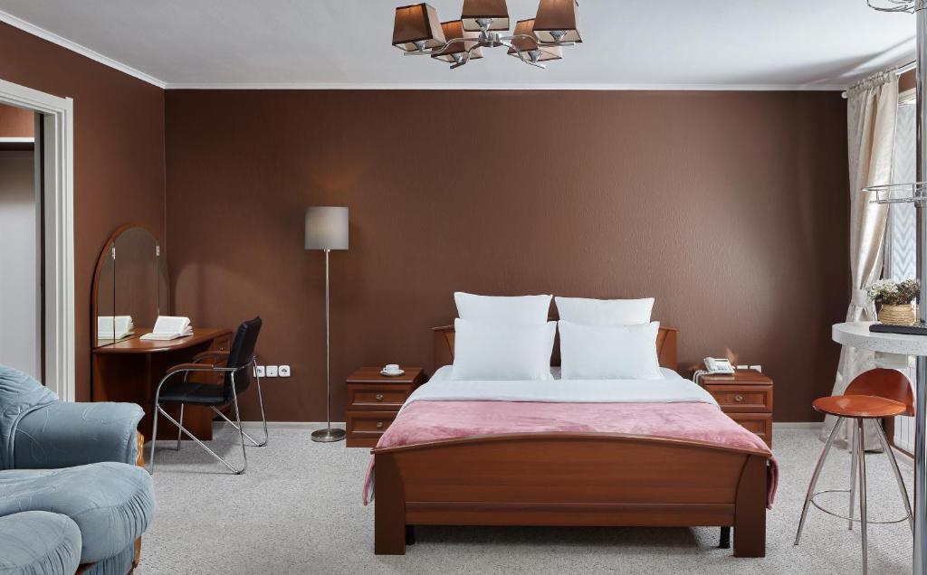 A bed or beds in a room at Hotel Impuls