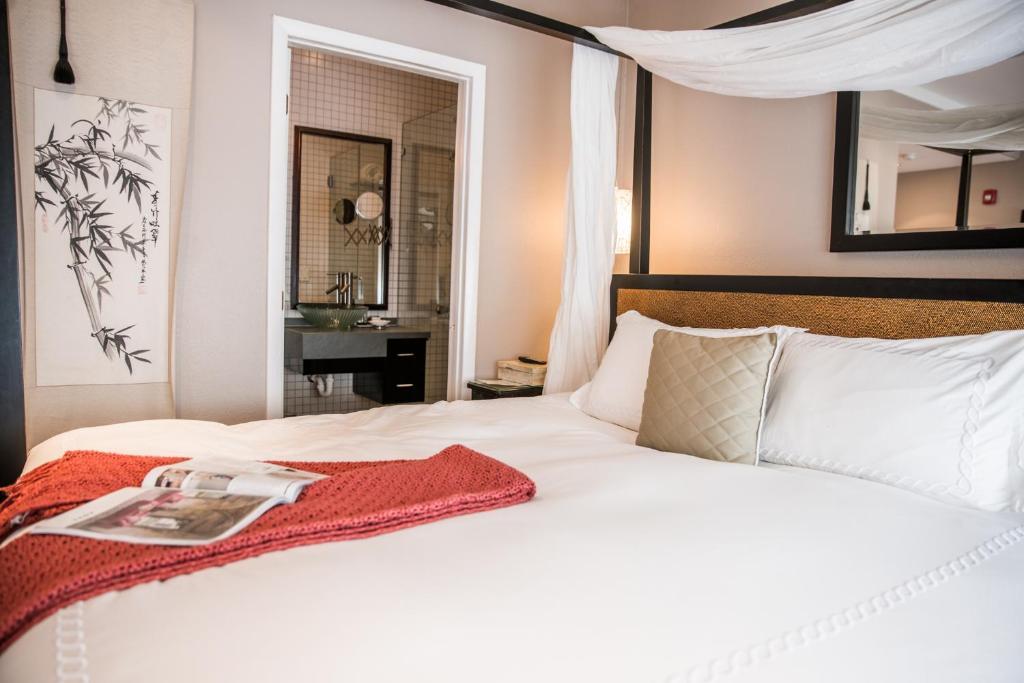Säng eller sängar i ett rum på Cadet Hotel