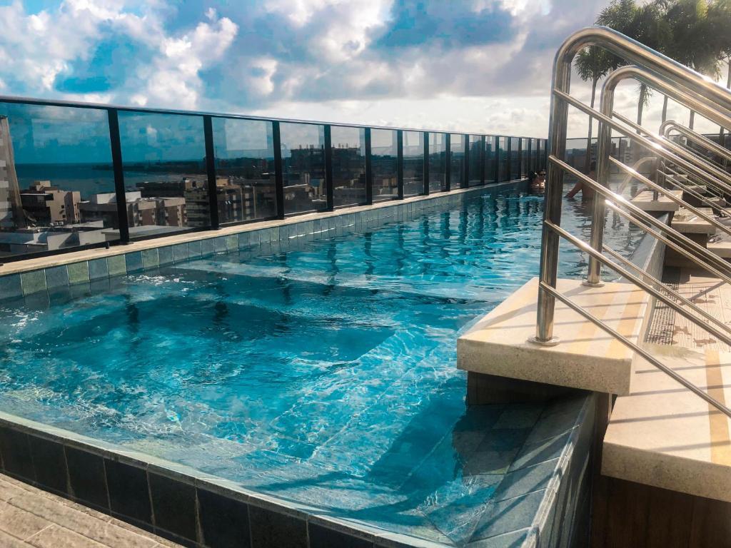 The swimming pool at or close to TIME - Luxo e sofisticação na praia de Ponta Verde