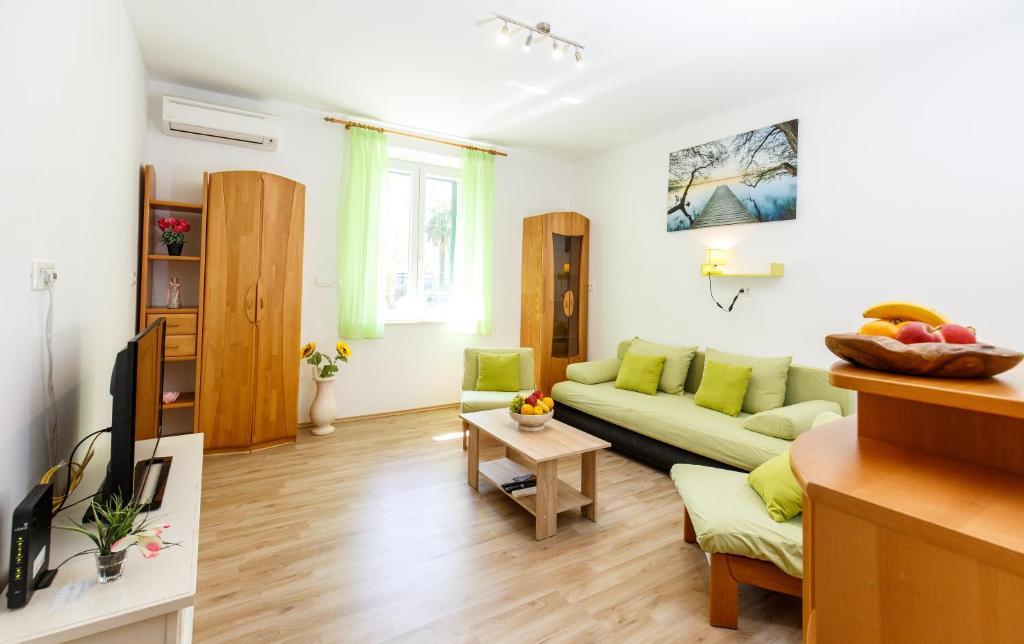 Posedenie v ubytovaní Apartment Green Forest