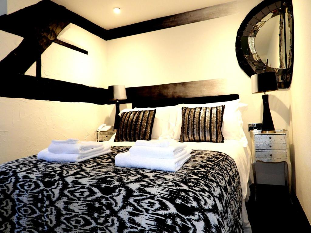 A bed or beds in a room at The Lion Hotel