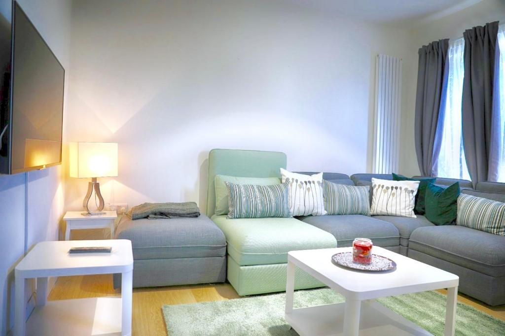 A seating area at Zenobia London Luxury Apartments