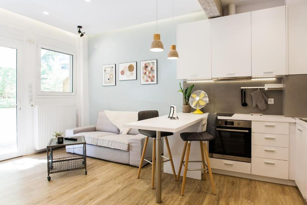 Disinffected Kifissia Central near Metro Apartment 1BR