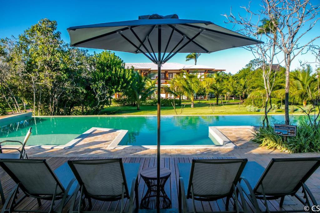 The swimming pool at or close to Apartamento Villa da Enseada - Praia privativa