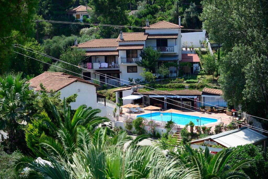 Utsikt över poolen vid Villa Pappas eller i närheten