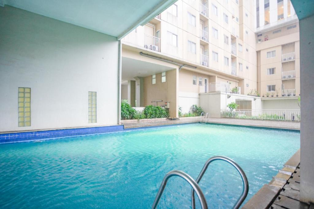 The swimming pool at or close to RedDoorz Apartment @ Bogor Valley