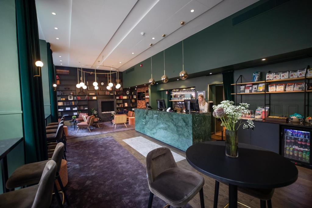 The lounge or bar area at Hotell Bondeheimen